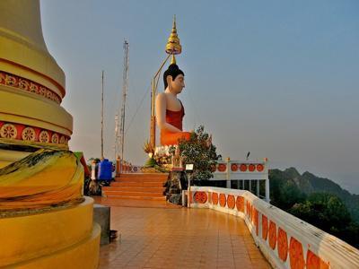 Giant statue of meditating Buddha on top of Wat Tham Seua